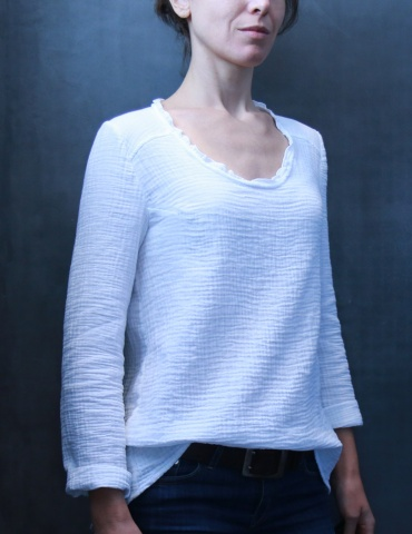 Bohème blouse in white double gauze, front view American shot