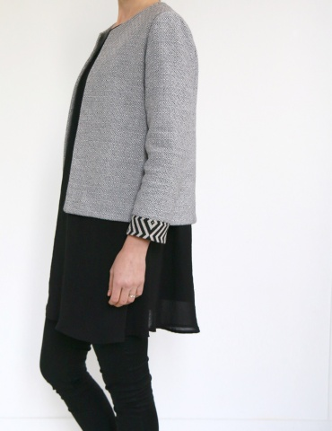 Claudie jacket in black and white thick cotton, with no collar, 3/4 view