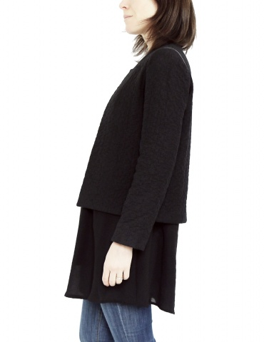 Claudie jacket in black woolen double gauze, with no collar, profile view