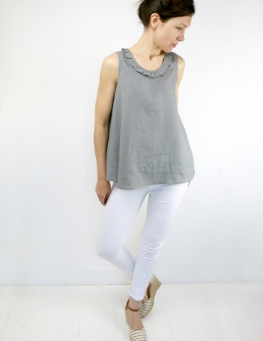 Alizé tank top with neckline flounce, in grey linen, front view full-length