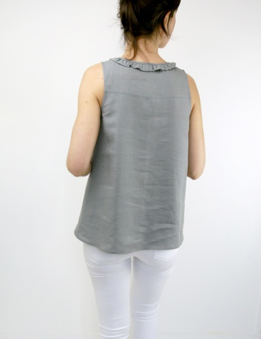 Alizé tank top with neckline flounce, in grey linen, back view