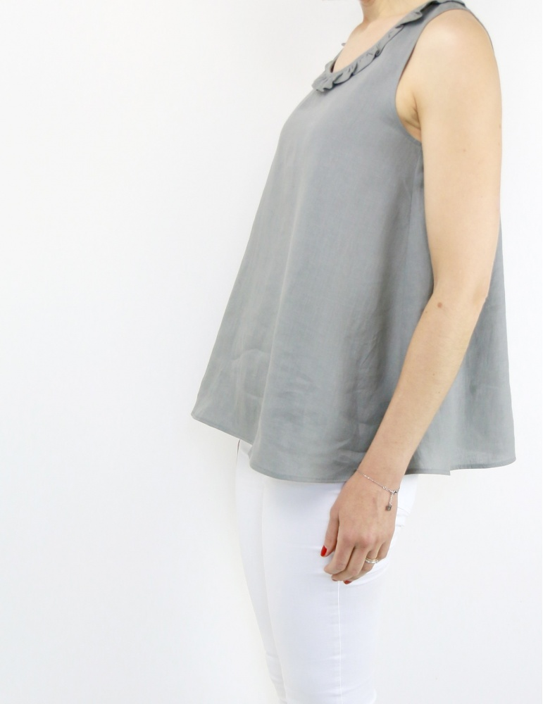 Alizé tank top with neckline flounce, in grey linen, profile view American shot