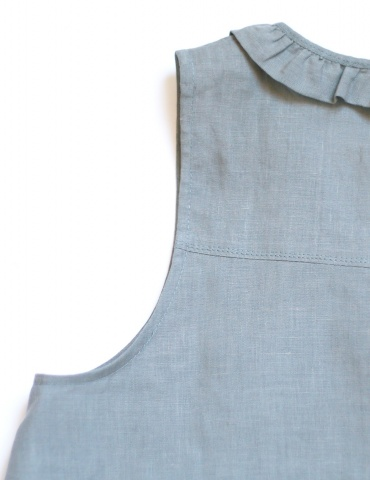 Alizé tank top with neckline flounce, in grey linen, laid flat, armwhole view